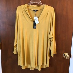 Cable & Gauge Woman yellow top; size 2X
